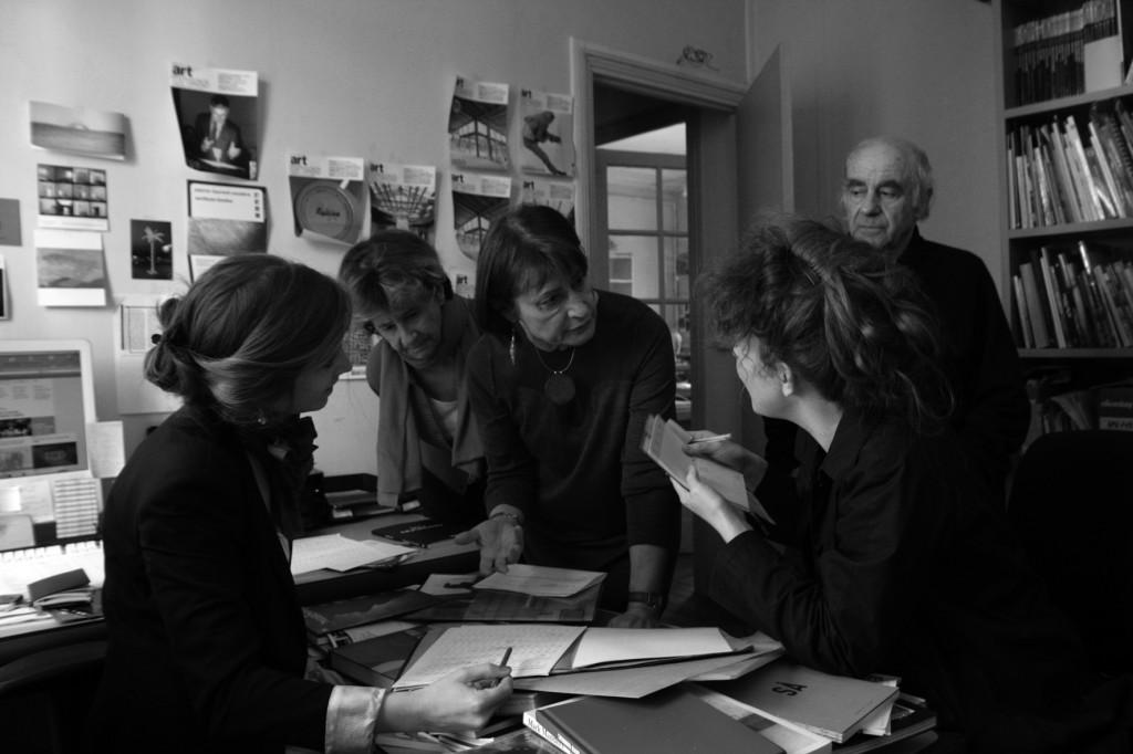 Catherine Millet et Jacques Henric dans les bureaux d'artpress : photographie de Virginie Restain pour La Rder